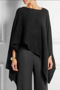 """Preto """"Donna Karan New York - Ribbed cashmere poncho"""", """"Black cashmere Slips on cashmere Dry clean"""" Cochella Outfits, Donna Karan, Mode Style, Style Me, Poncho Outfit, Cashmere Poncho, Fashion Outfits, Womens Fashion, Casual Chic"""