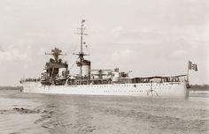 Italian light cruiser Armando Diaz leaving Melbourne, circa October 1934.[3500x2265]