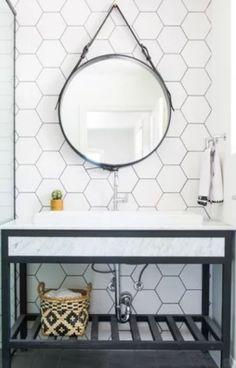 Decora��o de banheiro contempor�nea. Revestimentos brancos trazem sofistica��o. Laundry In Bathroom, Bathroom Inspo, Bathroom Inspiration, Home Decor Inspiration, Modern Country, Modern Decor, New Homes, House Design, Decoration