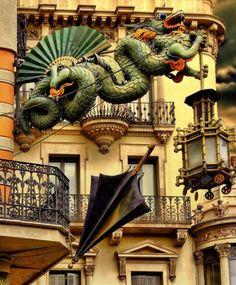 Casa Bruno Cuadros, coneguda com Casa dels Paraigües, Rambla de Sant Josep, coneguda com Rambla de les Flors