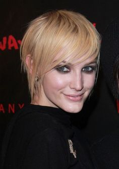 Top 10 Short Hairstyles of 2010 - Love her hair!