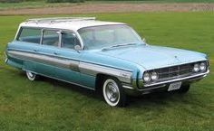 1962 Oldsmobile stationwagon. Looks like it has Starfire trim on the side.