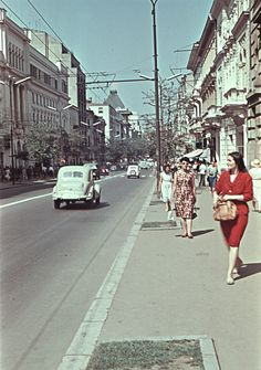Preluat de pe fortepan.hu . Givenchy Women, Bucharest Romania, Wave Pattern, Belts For Women, Childhood Memories, Vintage Photos, Latest Trends, Street View, Hungary