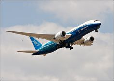 Boeing 787 Dreamliner departing Dallas/Fort Worth Airport.