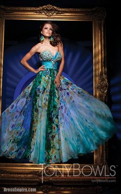 WOW! This dress is stunning!