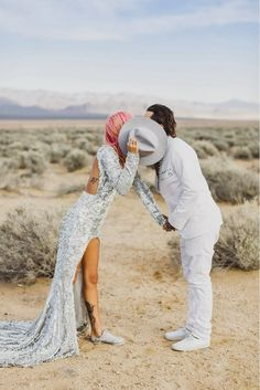 Las Vegas Wedding - This couple combined the best of both worlds - glitzy get-ups with a gorgeous desert background! #destinationx