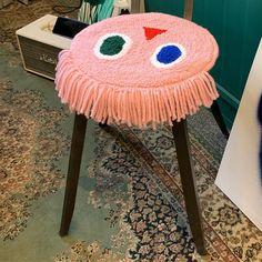 비도오고 날씨가 축축해서 올리는 핑크페이스입니다. 머리카락 달아주는 재미도 있고 오늘 같은 날에 딱 어울리는 핑크페이스! 페이스 시리즈는 다양한 컬러로 클래스를 진행하려고합니다. :) Weaving Textiles, Weaving Art, Do It Yourself Baby, Rug Hooking, Diy Crafts To Sell, Textile Art, Decoration, Crochet, Creations