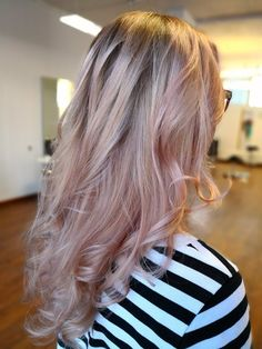 Long wavy hair. Metallic strawberry blond