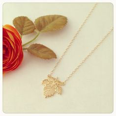 Maple leaf necklace - imsmistyle