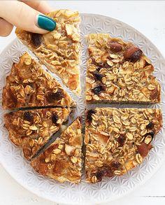 Tortina di avena integrale. - ❥ 𝒟𝑒𝓁𝒾𝒸𝒾𝑜𝓊𝓈 𝐵𝓇𝑒𝒶𝓀𝒻𝒶𝓈𝓉 Muesli, Granola, Healthy Sweets, Healthy Snacks, Healthy Recipes, Light Recipes, Creative Food, Gluten Free Recipes, Food Porn