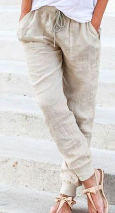 Love these linen pants. The style is adorable, and the cut gives them more structure than your average lounge wear. Classy!