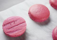 """Troubleshooting macarons... need to wait 24 hours for em to """"mature"""" but suspect first attempt of basic recipe came with hollow tops"""