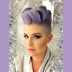Kelly Osbourne Hair Color & Hairstyle Is Beautiful