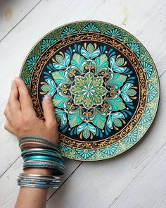 New Photo Ceramics plates decorating Ideas …♡… Dot Art Painting, Pottery Painting, Ceramic Painting, Stone Painting, Painted Ceramic Plates, Ceramic Pottery, Mandala Drawing, Mandala Painting, Deco Boheme Chic
