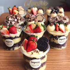 Cake recipes in the pot that sell a lot. Dessert Boxes, Dessert Cups, Dessert Packaging, Food Packaging, Mini Desserts, Delicious Desserts, Yummy Food, Cake Recipes, Dessert Recipes