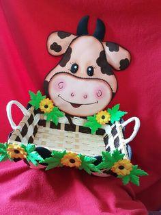 Canasta decorada con Vaca hecha de goma eva... divina!!!