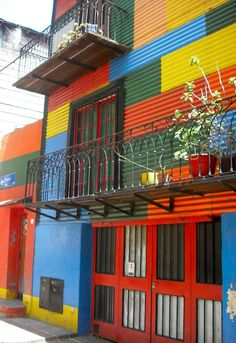 Buenos Aires - Argentina, America do Sul Bolivia, Argentina Culture, American Interior, Equador, Argentina Travel, Countries To Visit, Shop Fronts, Beer Garden, Trip Planning