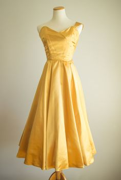 vintage 1950s dress / 50s prom dress / gold by HungryHeartVintage. The top obviously needs some work, but the color and fabric are pretty.