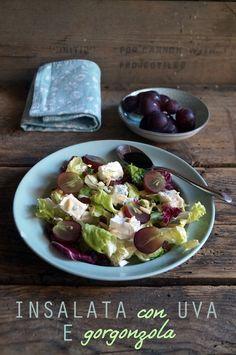 Insalata con uva, gorgonzola e frutta secca