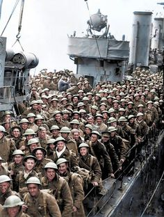 British troops aboard a destroyer arrive at Dover after being evacuated from Dunkirk, May 1940 World History, World War Ii, History Pics, Luftwaffe, Gi Joe, British History, American History, Native American, Dunkirk Evacuation