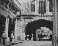 Arco de Belén Calle Acosta y Compostela Havana Vieja.