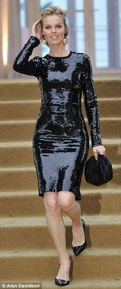 Eva Herzigova - I waited on her table and watched her moves in this amazing dress! Holly Valance, Dress Skirt, Bodycon Dress, Eva Herzigova, Nice Dresses, Formal Dresses, Claudia Schiffer, Old Hollywood Glamour, Top Models