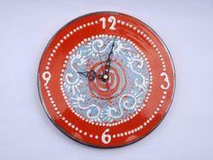 Ceramica Artistica  Orologio da parete in ceramica cavese decorata a mano. Diametro cm 24  Maggiori info su: http://www.keramos.it  Per contatti diretti: info@keramos.it    Ceramic Art  Wall clock hand painted ceramic. Made in Cava de' Tirreni. Diameter 24 cm.  More info on: http://www.keramos.it  Direct contact: info@keramos.it