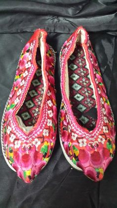 This pair of shoes were made based on antique style. The surface is machine embroidery. However, all the other parts are handmade. You can see the hand stitches all around the shoes. The soles were also assembled by hand. The material is new, but the artisan made the shoes in traditional style w...