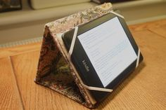 DIY Tutorial Kindle Case and Stand @ wrapped up in rainbows. blogspot.com