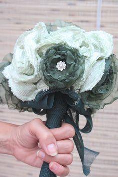Ramo  de novia en verdes. Tamaño mediano. Confeccionado a mano.