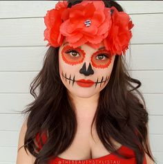 Orange sugar skull makeup with flower crown Halloween Makeup Sugar Skull, Sugar Skull Costume, Sugar Skull Makeup Tutorial, Beautiful Halloween Makeup, Halloween Makeup Looks, Hot Halloween Costumes, Halloween Eyes, Meme Costume, Catrina Costume