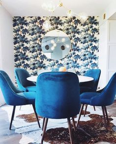 COLOR ME OBSESSED! i don't know who's winning the superbowl right now but this dining room from @murphydeesign is winning on the #ckstyleaccordingly feed!!