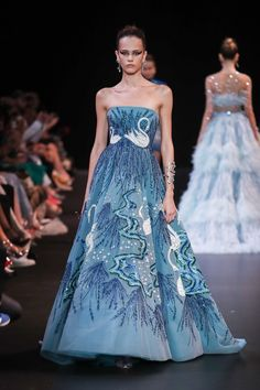 Georges Hobeika Haute couture Fall/Winter Femme Fashion Show Couture Mode, Style Couture, Couture Fashion, Runway Fashion, Fashion Show, Fashion Design, Georges Hobeika, Formal Gowns, Strapless Dress Formal