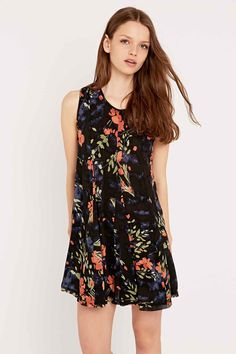 Ecote Clary Open Back Dress in Black