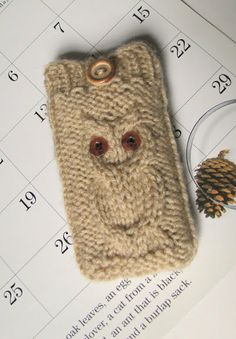 iPhone 5/ 4 case iPod Touch cover Android mobile phone bag, Blackberry holder, Smartphone, HTC Droid Incredible sleeve, Owl knit in beige