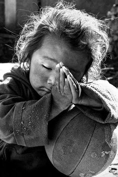 Wow check this gorgeous black and white portrait photography faces. Precious Children, Beautiful Children, Beautiful People, Poor Children, Beautiful Hands, Portraits, Jolie Photo, People Around The World, Little People