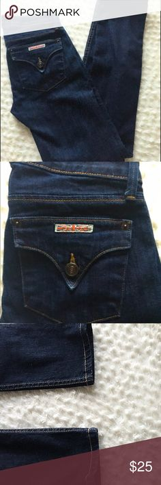 Hudson straight jeans retail price 159.00 Pre-owned excellent condition looks new no rips no stains  Hudson Jeans  Size:24 Style: Straight  Materials: 98% cotton 2% Elastane  Made in Los Angles Retail price: 159.00 On up of the jeans is missing the Original label, there's no stains no rips Hudson Jeans Jeans Straight Leg