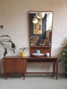 Vintage retro design gangkast/kaptafel van teakhouten fineer uit de jaren '50/'60 met scandinavische vormgeving