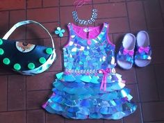 VESTIDOS CON MATERIAL RECICLADO - YouTube Recycled Costumes, Recycled Dress, Diy Projects For Kids, Diy For Kids, Cloud Costume, Fancy Dress Competition, Newspaper Dress, Recycled Fashion, Science Fair