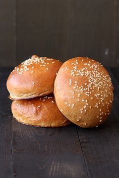Whole Wheat Burger Buns. Whole Wheat Burger Buns - light and fluffy like brioche but sturdy enough to handle a juicy burger! Bread Bun, Bread Rolls, Yeast Rolls, Biscuits, Bread Recipes, Cooking Recipes, Bun Recipe, Yummy Food, Tasty