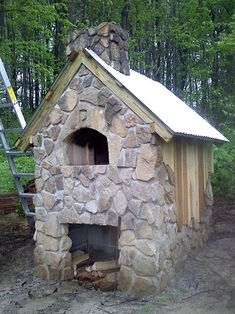 pizza oven, I wonder what the laws say about this in the backyard, hmmm?