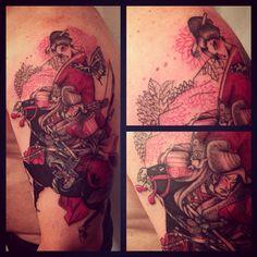 Red queen #tagsforlikes #picoftheday #tattoo #tattoing #tattoer #derprinztattoer #tattoedgirl #tattoedman #tattoomilano #tatuaggi #tatuaggio #traditional #tattooblack #tattoocolor #derprinz