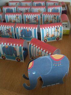 Traktatie Karavaan Circus van Chantal » Homemade Happiness - Knutsel zelf de leukste kinderfeestjes! Kant en klare KnipBoeken en printbare knipvellen