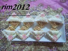 صابلي وحدة ونصف بعجينة السكر للأخت ريم الطريقة بالصور في الرابط: http://www.halawiyat-malika.com/2014/07/blog-post_64.html