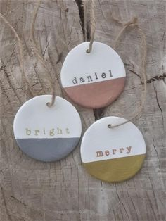 New Cost-Free clay ornaments wedding Popular Stamped clay metallic dipped napkin ring diameter – Name tag – Clay tag – Wedding fav Clay Christmas Decorations, Christmas Clay, Diy Christmas Ornaments, Homemade Christmas, Holiday Crafts, Christmas Time, Clay Ornaments, Dry Clay, Wedding Dinner