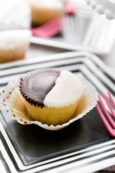 Super easy black and white cupcakes!