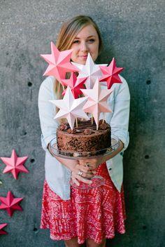 3D bright paper stars; such a cute cake topper.