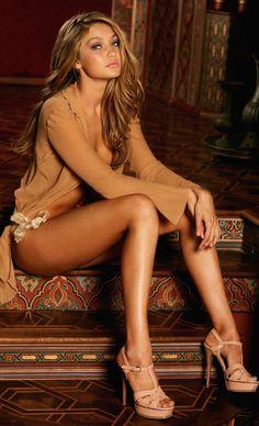 LOOKandLOVEwithLOLO: Model Behavior.....Spotlight on Gigi Hadid