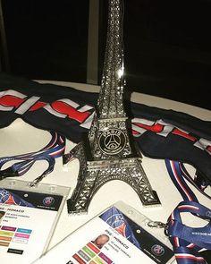 Recebi este troféu lindo do presidente Nasser Al-Khelaifi! Vou guardar com muito carinho! Obrigado @psg