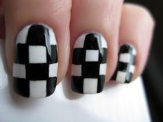 Saiba como deixar as unhas com desenho xadrez